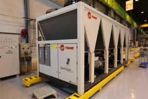 I nuovi refrigeratori raffreddati ad aria Sintesis da 300 a 1500 kW con compressore rotativo a vite.