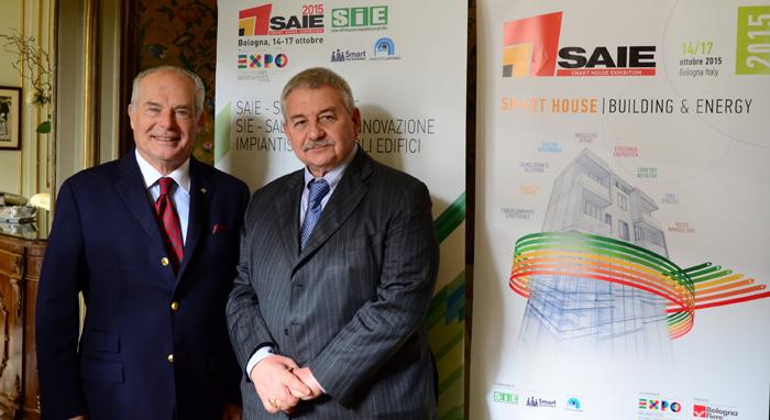 Il Presidente di Senaf/Tecniche Nuove, Giuseppe Nardella, e il Presidente di BolognaFiere, Duccio Campagnoli, durante la presentazione SAIE SMART HOUSE, che si svolgerà dal 14 al 17 ottobre a Bologna.