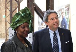 Andrea Benassi con Carla Elisa Luís Mucavi, ambasciatrice del Mozambico