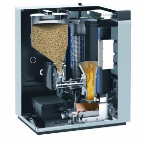 Caldaia a pellet compatta automatica. Potenza nominale 18 – 48 kW. Rendimento max. 95%. Estrazione automatica della cenere in apposito contenitore mobile. Stiva pellet laterale per il fabbisogno settimanale (Viessmann).
