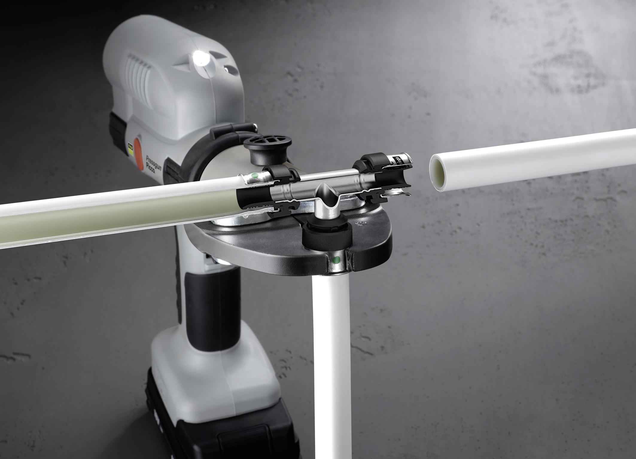 Sistema di tubi polimerici e raccordi di acciaio for Raccordi pex per scaldacqua