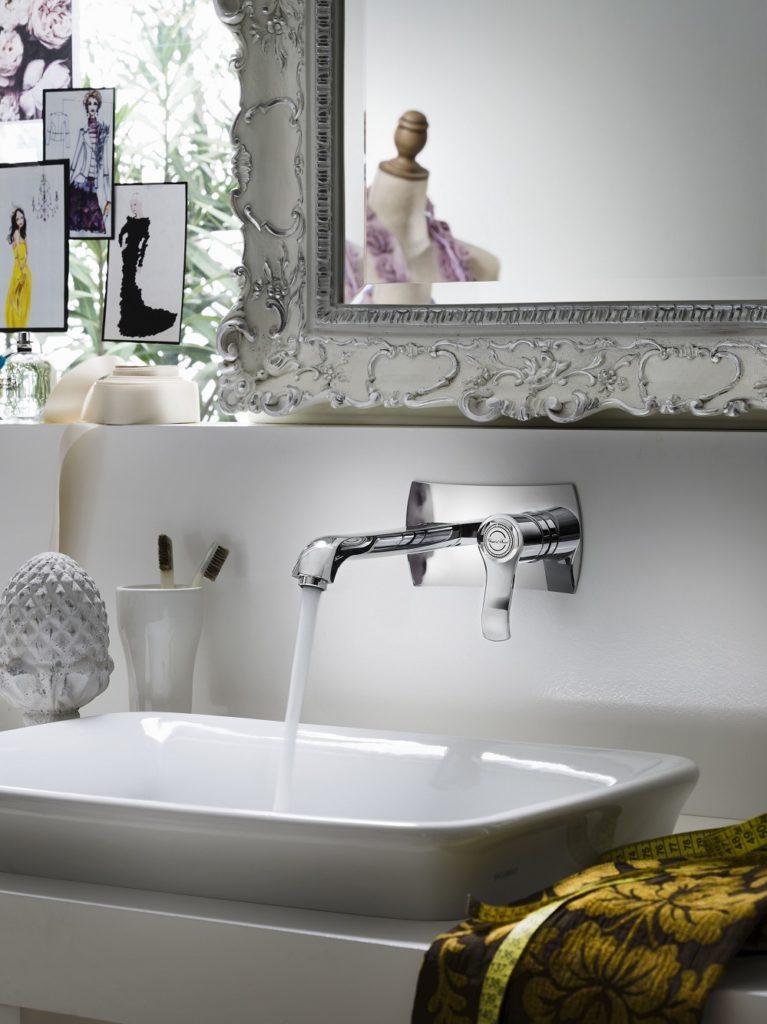 Rubinetteria bagno dalla linea sinuosa collezione sof for Rubinetteria bagno