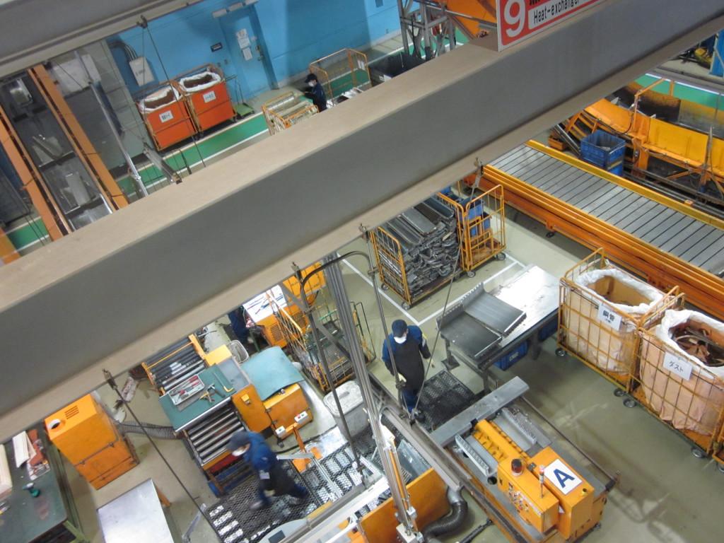 Veduta di un impianto specializzato per lo smontaggio ed il recupero dei componenti delle batterie di scambio termico.