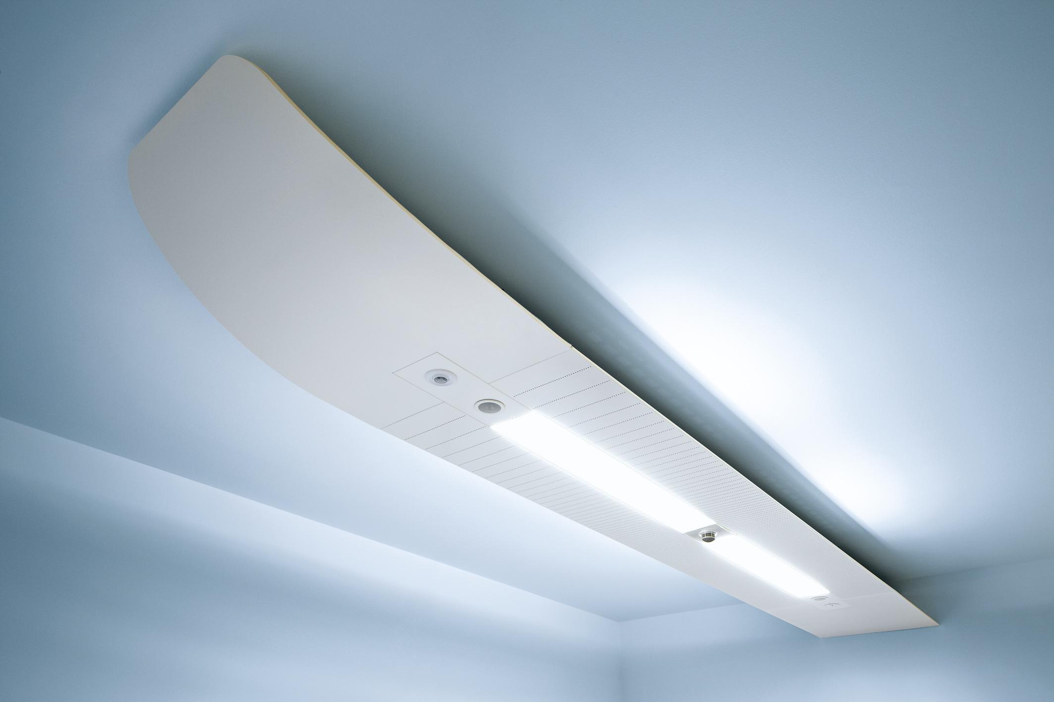 Illuminazione per soffitti in legno con travi finto legno come si