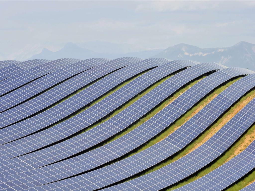 L'enorme quantità di moduli installati grazie al notevole sviluppo del fotovoltaico rischia di provocare, nel prossimo futuro, una seria congestione del sistema di conferimento, trattamento e recupero a fine vita operativa.