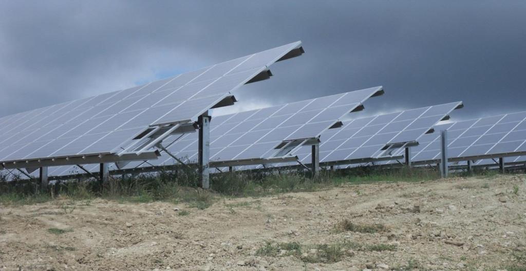 Un tipico impianto fotovoltaico da 1 MWp, composto da 4.273 moduli, permetterebbe idealmente di recuperare 7,3 t di alluminio, 60 t di vetro, 3,2 t di Tedlar e 3,5 t di silicio.